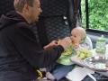 Fütterung im Babymoov-Sitz