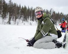 Nicole beim Eisangeln