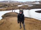 Schneefelder in der Rhyolithlandschaft