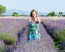 Nicole im Lavendelfeld