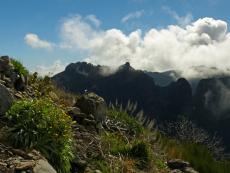 Wolken über dem Bergpanorama