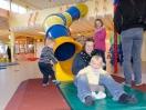 Röhrenrutsche im Kinderspielhaus