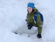 Nicole im Schnee eingesackt