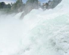 tosende Wasser des Rheinfall