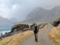 Spaziergang entlang der Küstenstraße