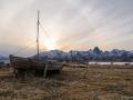 Holzboot in der Abenddämmerung