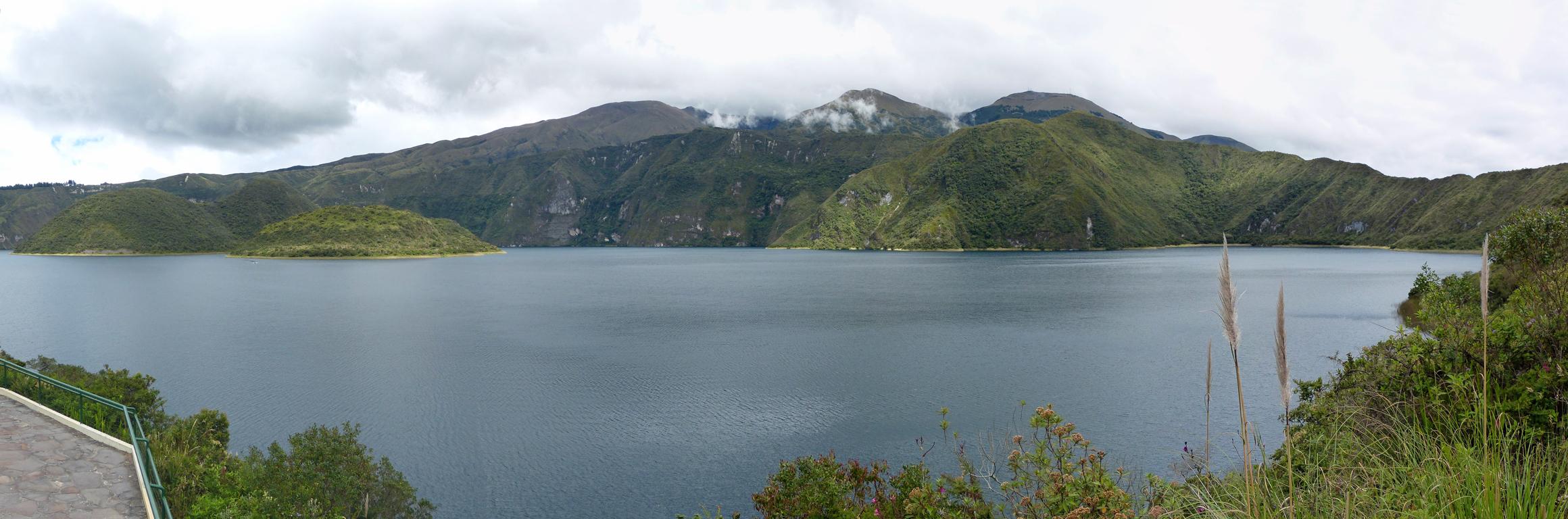 Cuicocha-Lagune mit Cotacachi im Hintergrund