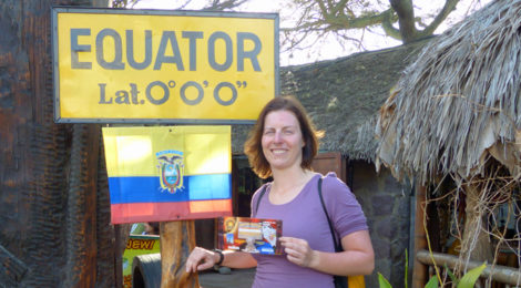 Nicole am Äquator in Ecuador