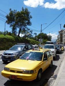 Straßenverkehr in Quito