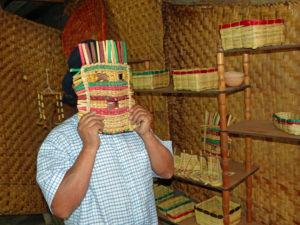 Maske aus Totora-Schilf