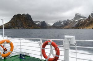 Reinefjord und Bergwelt