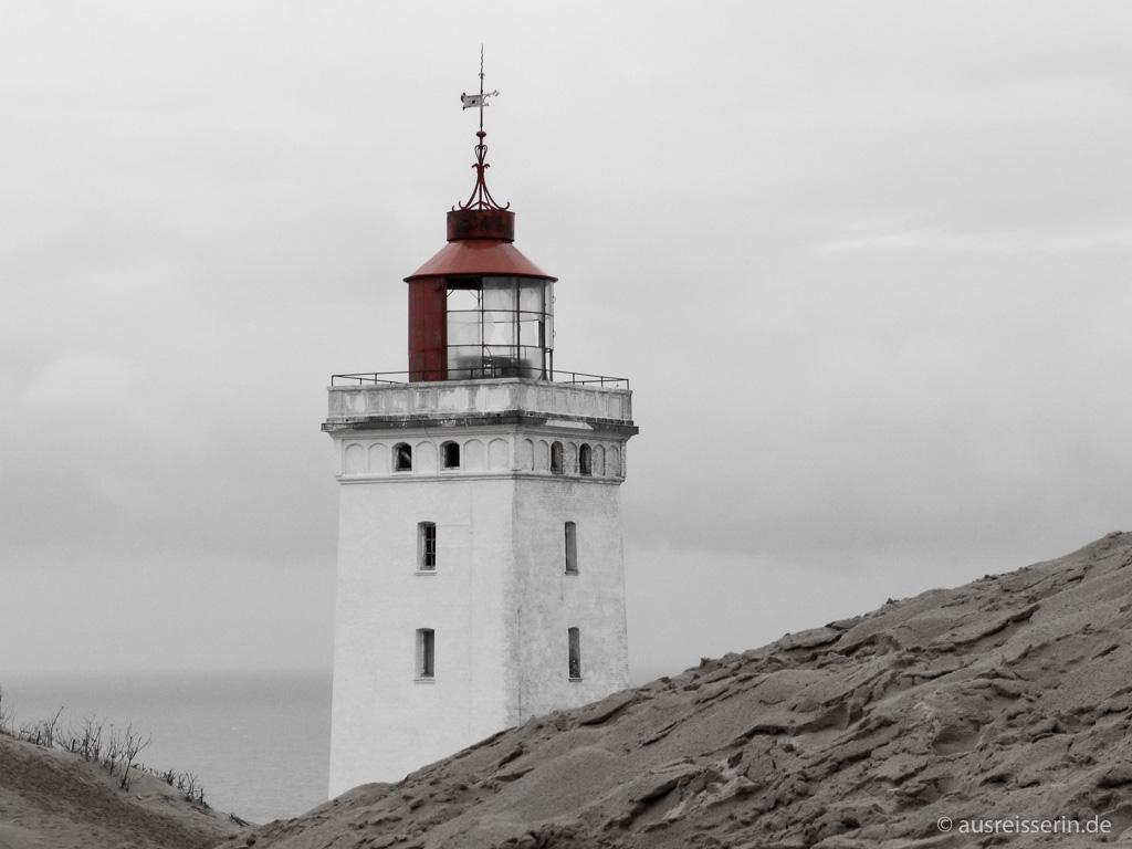 Rubjerg Knude Fyr in schwarz-weiß-rot