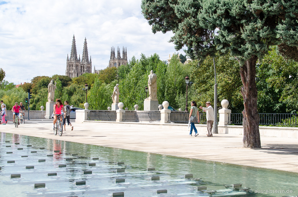 Promenade mit Kathedrale in Burgos