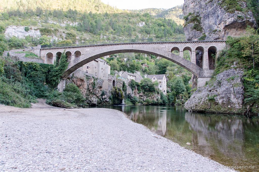 Saint-Chély-du-Tarn: Am Ufer des Tarn.