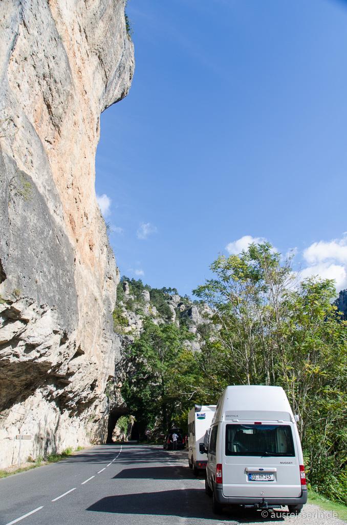 Steile Felswände in der Tarn-Schlucht