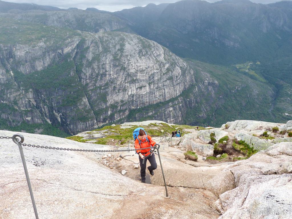 Eisenketten beim Aufstieg zum Kjerag
