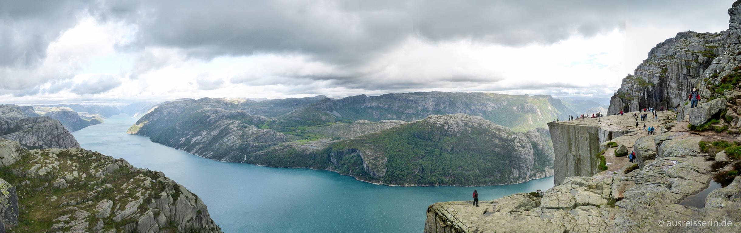 Panorama vom Preikestolen und dem Lysefjord