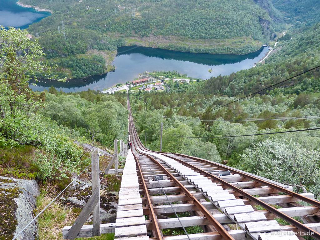 Blick hinunter zur Talstation der Mågelibanen