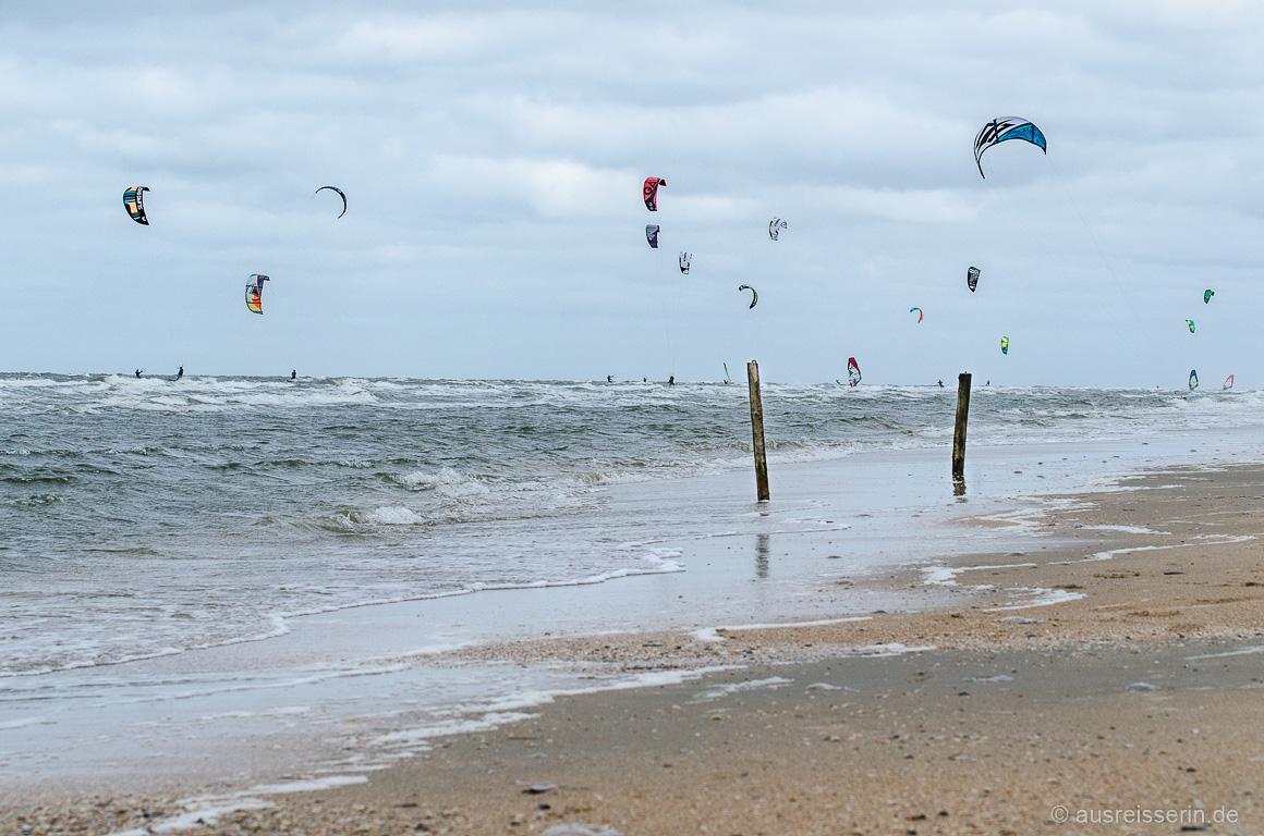 Lakolk: Wind- und Kitesurfer