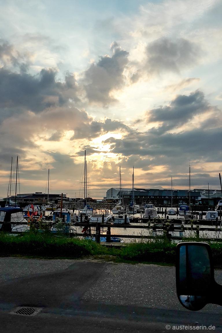 Sonnenuntergang über dem Hafen von Ringkøbing