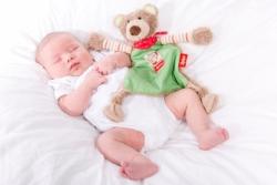 Unsere Kleine mit 2,5 Wochen. Foto: Dipl.-Fotodesignerin Kathrin Hester