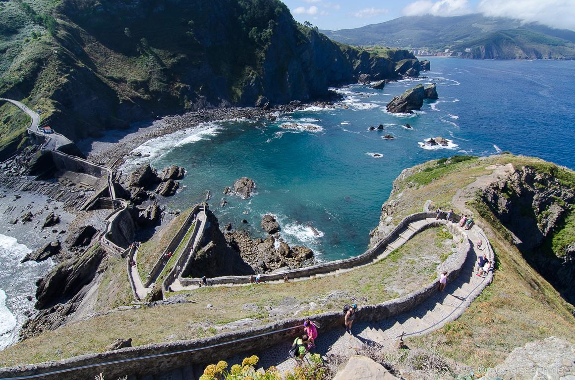 241 Treppenstufen zur Felseninsel Gaztelugatxe
