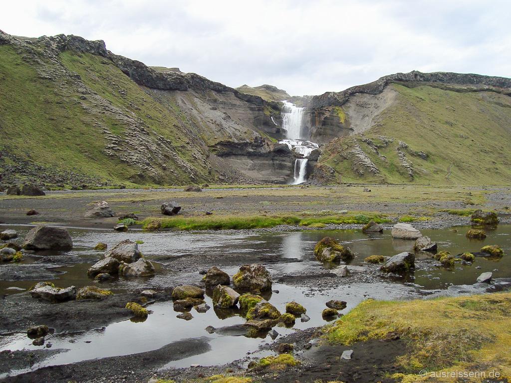 Wasserfall auf dem Weg zwischen Landmannalaugar und Skaftafell
