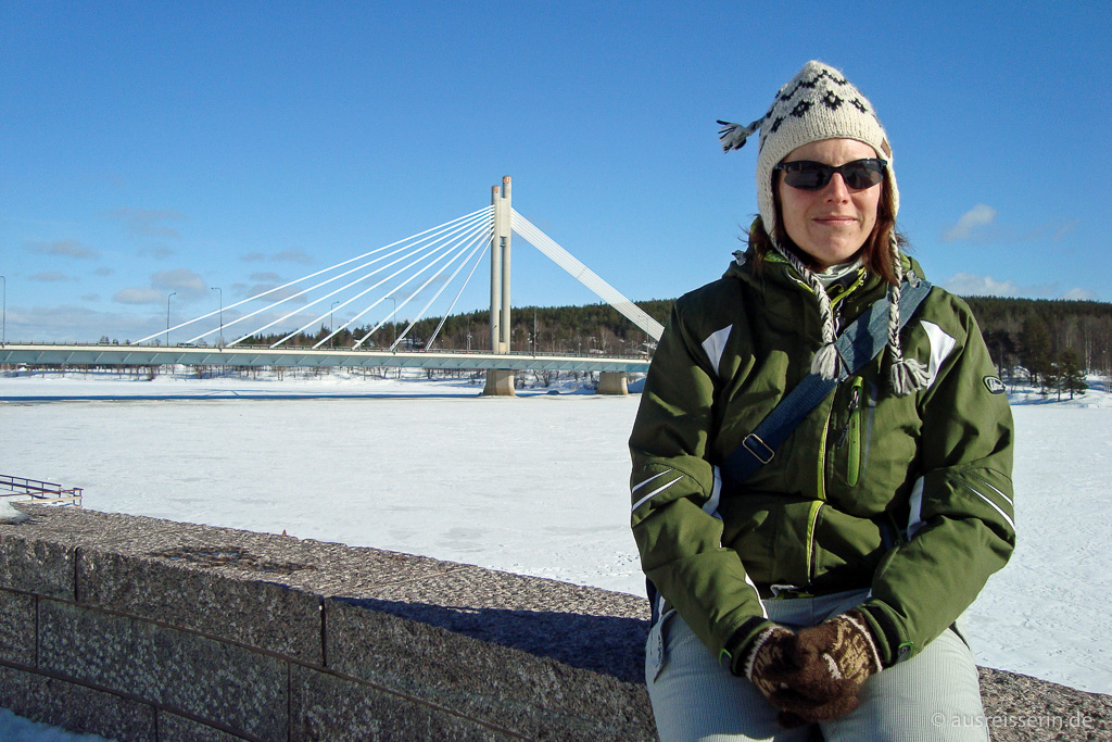 Spaziergang am gefrorenen Kemijoki in Rovaniemi