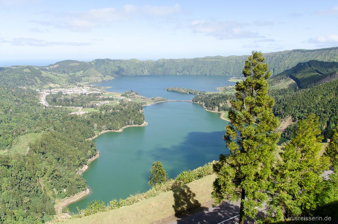 Lagoa das Sete Cidades, besser bekannt als Lagoa Azul und Lagoa Verde