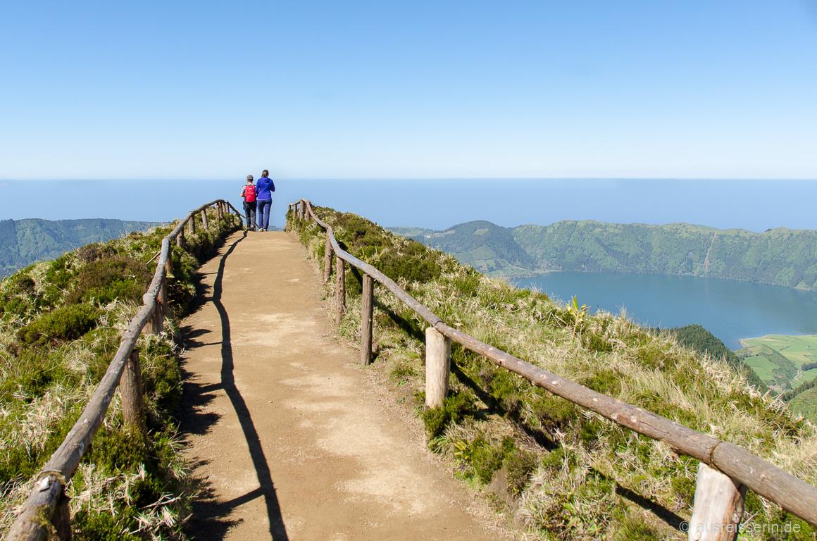 Viel fotografiert: Die letzten Meter zum Miradouro da Boca do Inferno, …