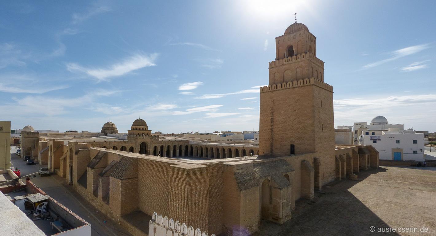 Von oben werden die Ausmaße der Großen Moschee noch deutlicher.