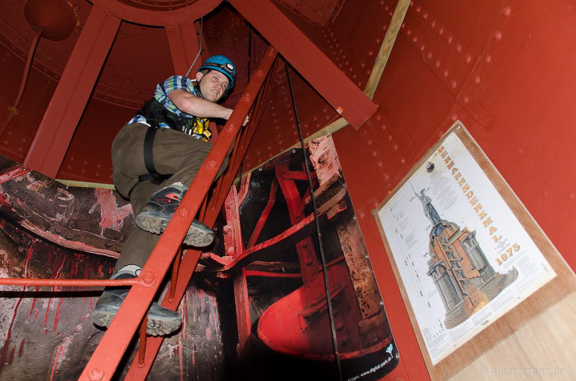 Diese Leiter bringt uns Kletterer in das Innere der Statue.