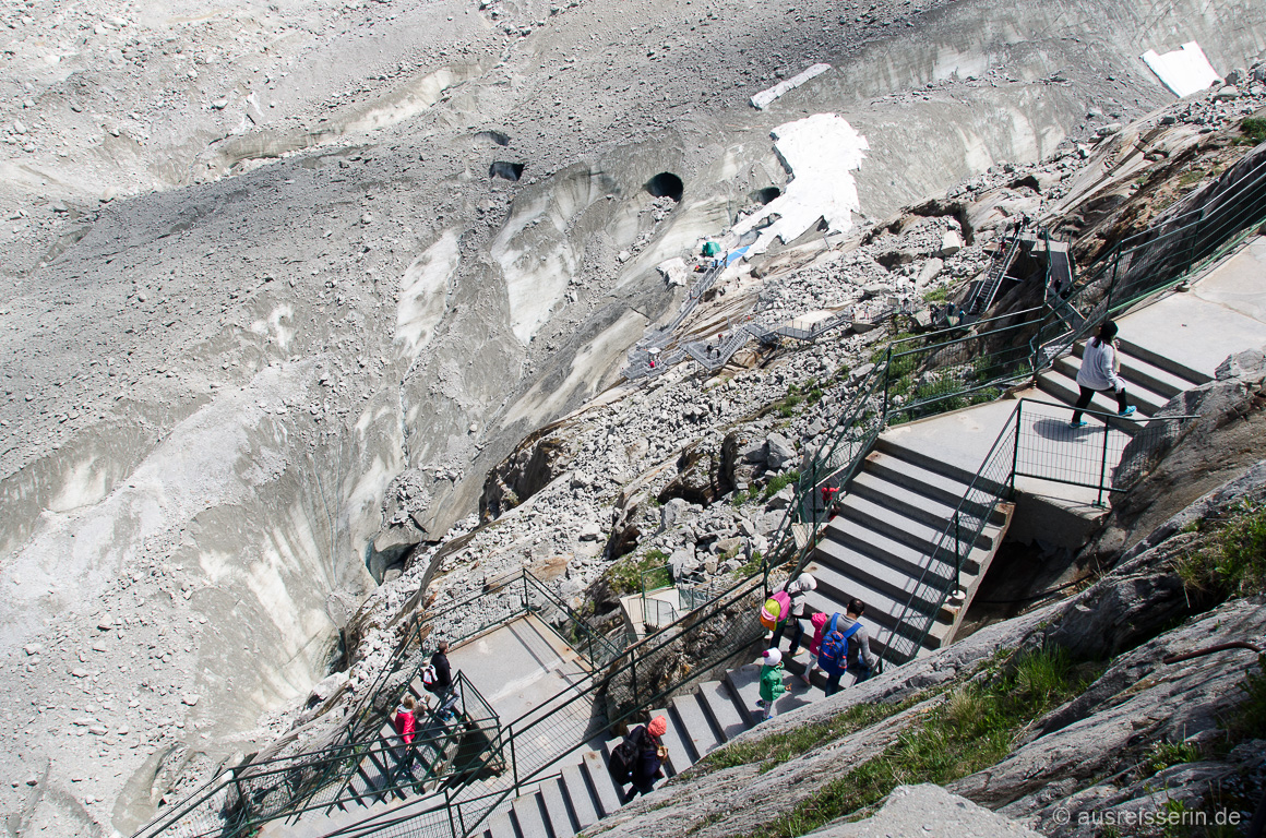 Treppe runter zum Mer de Glace