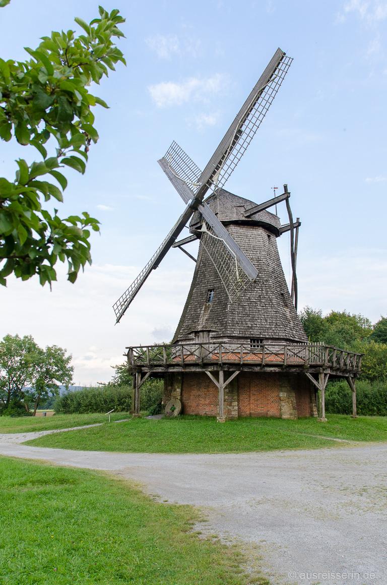 Historische Kappenwindmühle im Freilichtmuseum Detmold