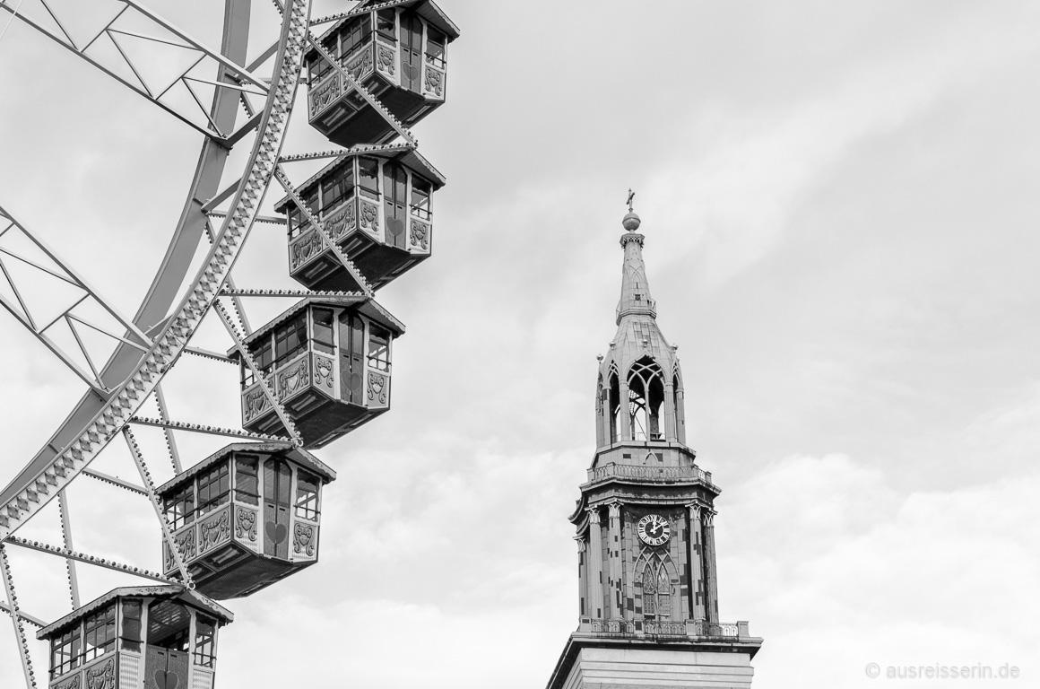 St. Marienkirche mit Riesenrad der Berlin Christmastime