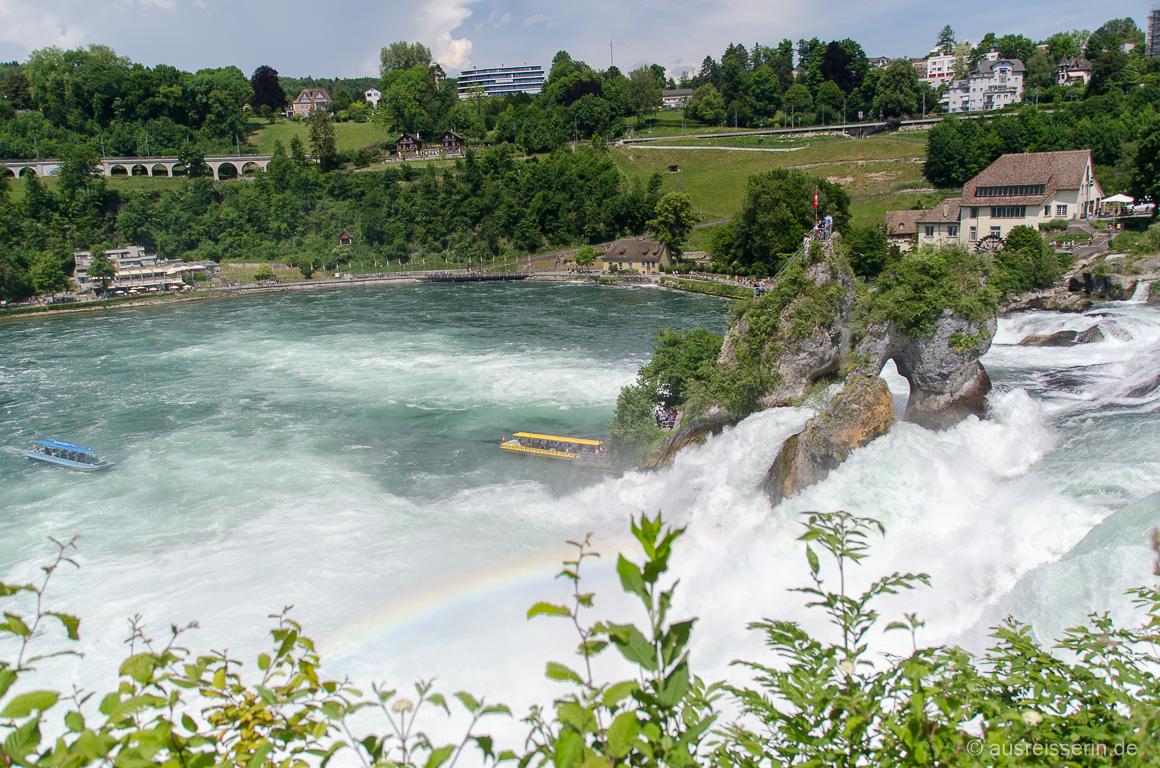 Boote zum Rheinfall-Felsen