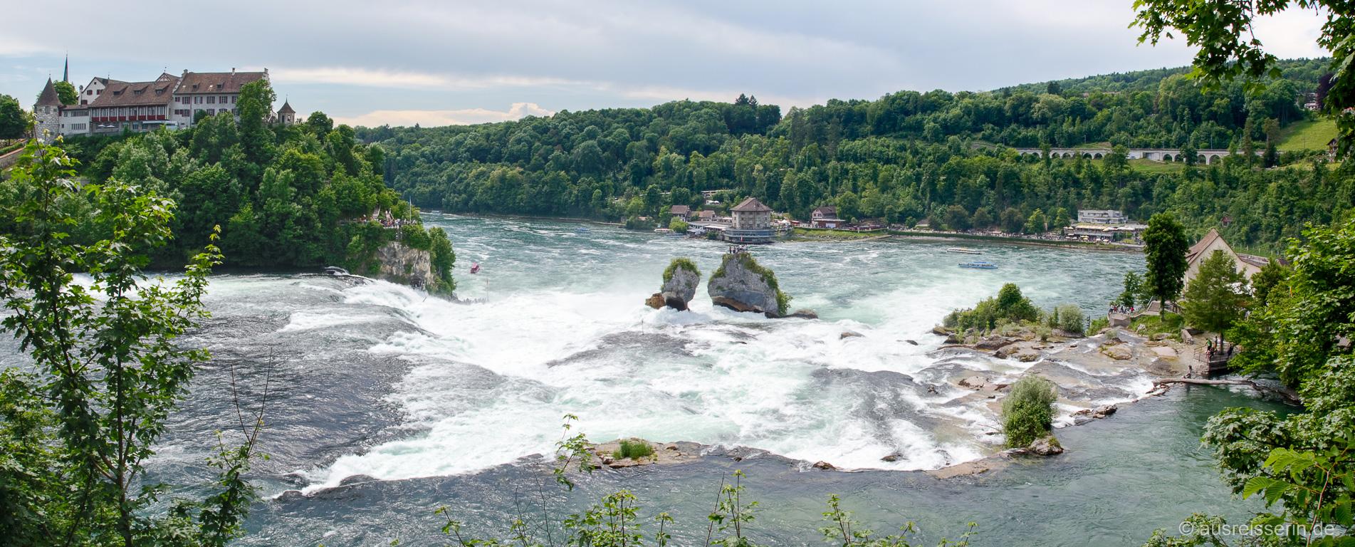 Panorama vom Nordufer auf den Rheinfall