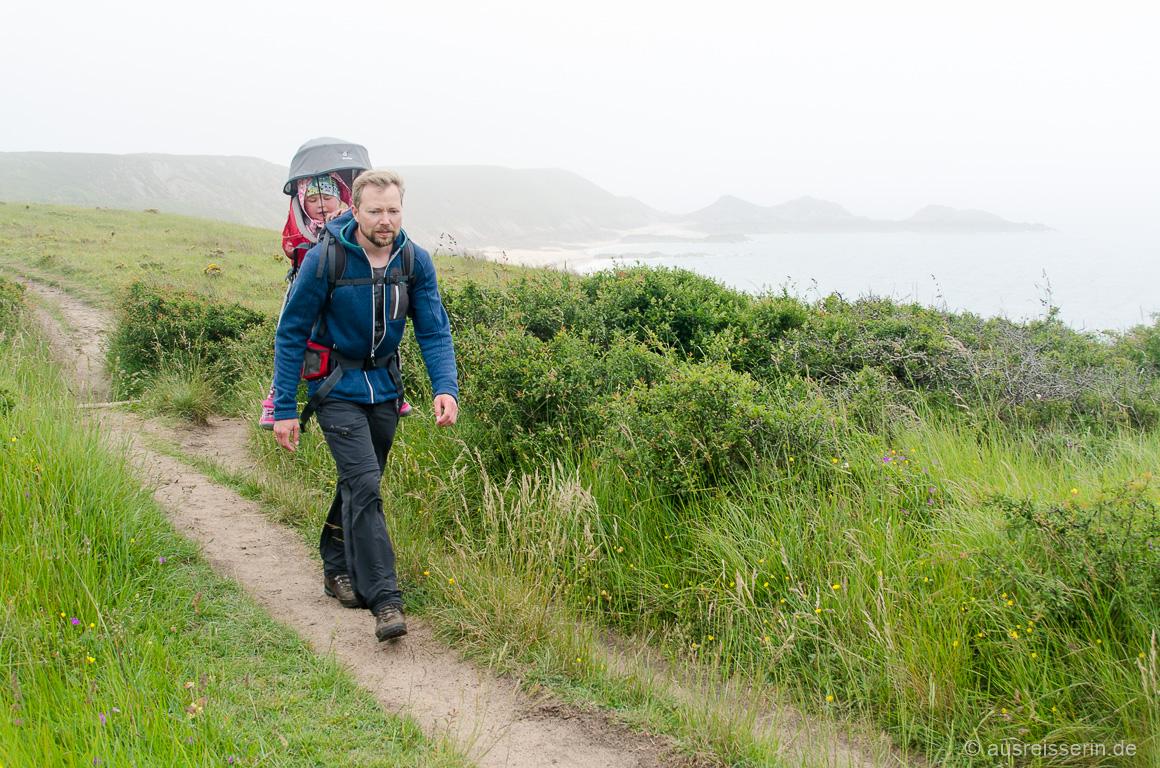 Wandern mit Kraxe: Anstrengend für Jan, bequem für Lotta.
