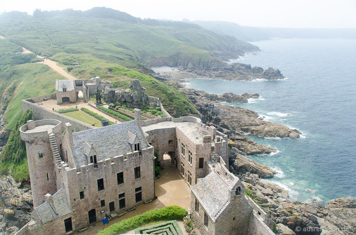 Ausblick vom Donjon auf die Festungsanlage und die Smaragdküste