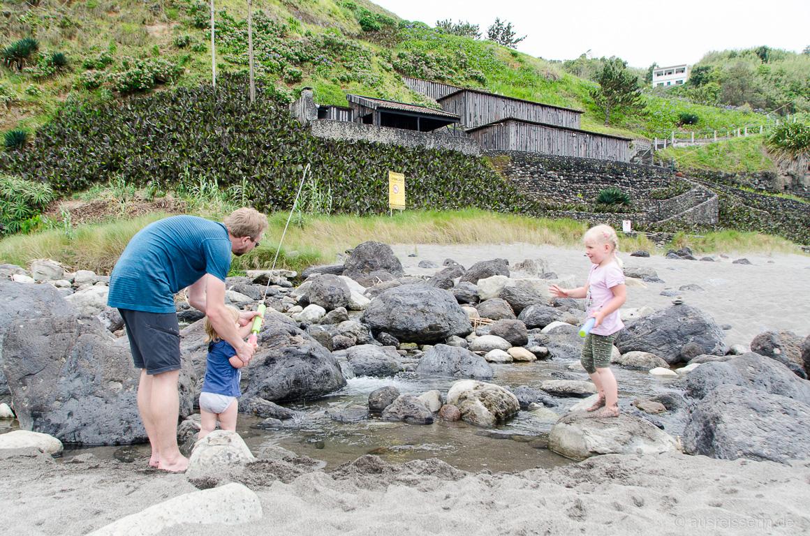 Wasserspritzen am Praia dos Moinhos